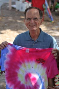 Large picture of Mayor Cretekos holding tie dyed tee shirt